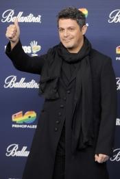 Alejandro Sanz no pierde la sonrisa en los Premios 40 Principales 2013