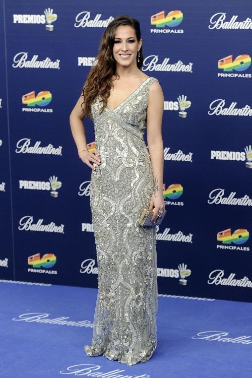 El espectacular vestido de Malú en los Premios 40 Principales 2013