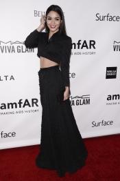El look de Vanessa Hudgens: todo muy tapado excepto la tripa