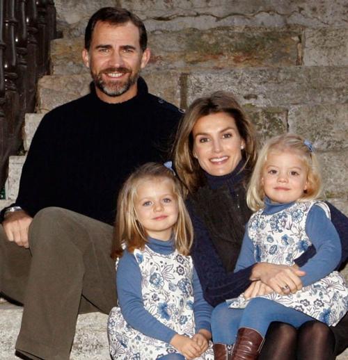 Toda la familia al completo para la felicitación de Navidad de los Príncipes de Asturias en 2009