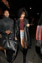Rihanna se cambia el look para la Navidad