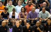 La familia Obama empieza las vacaciones de Navidad en el baloncesto