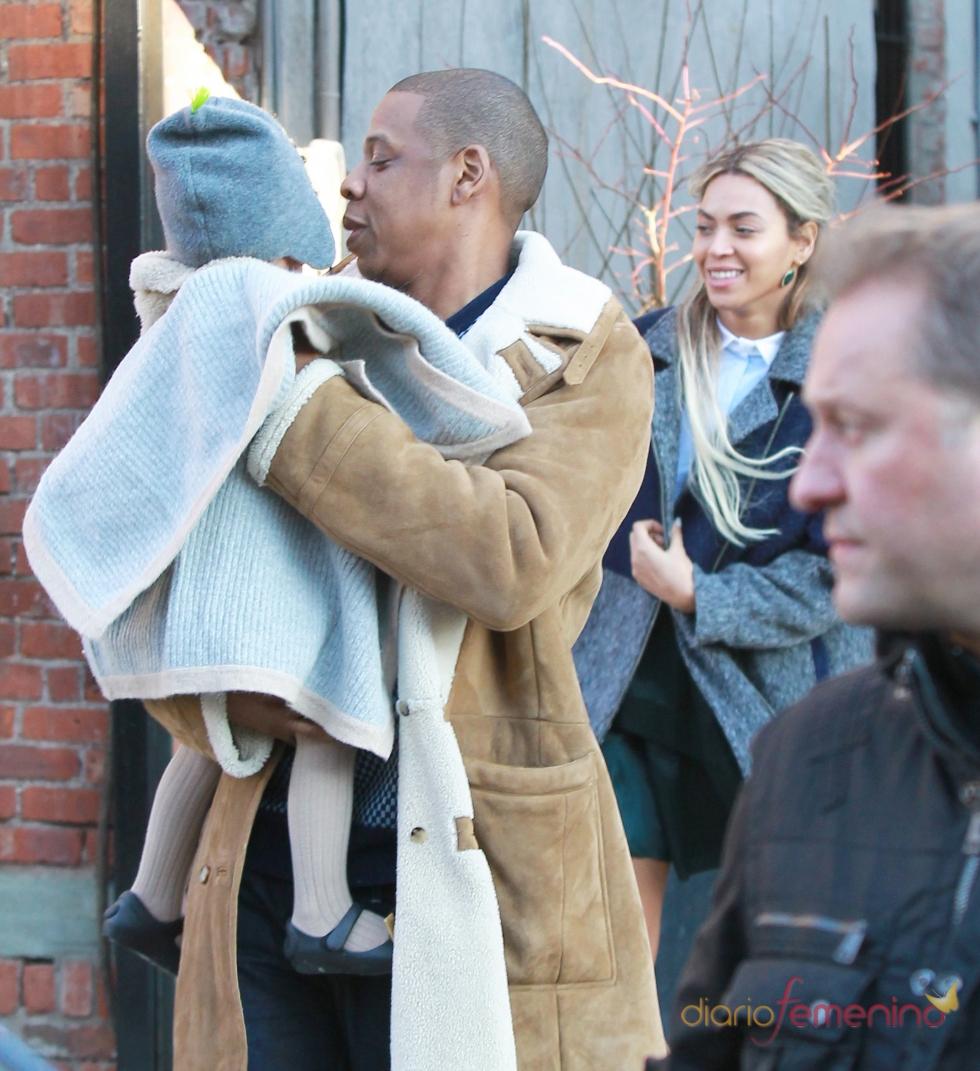 Beyoncé, sin maquillaje y de paseo con Jay Z y su hija Blue Ivy