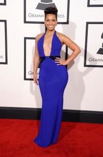 Alicia Keys sorprendió con un peinado y un vestido poco favorecedor