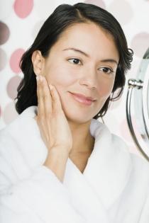 El acné y el envejecimiento desembocan en machas en la piel