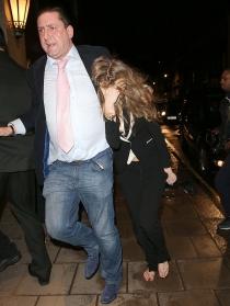 Cara Delevingne se cogió una buena borrachera tras desfilar en Londres