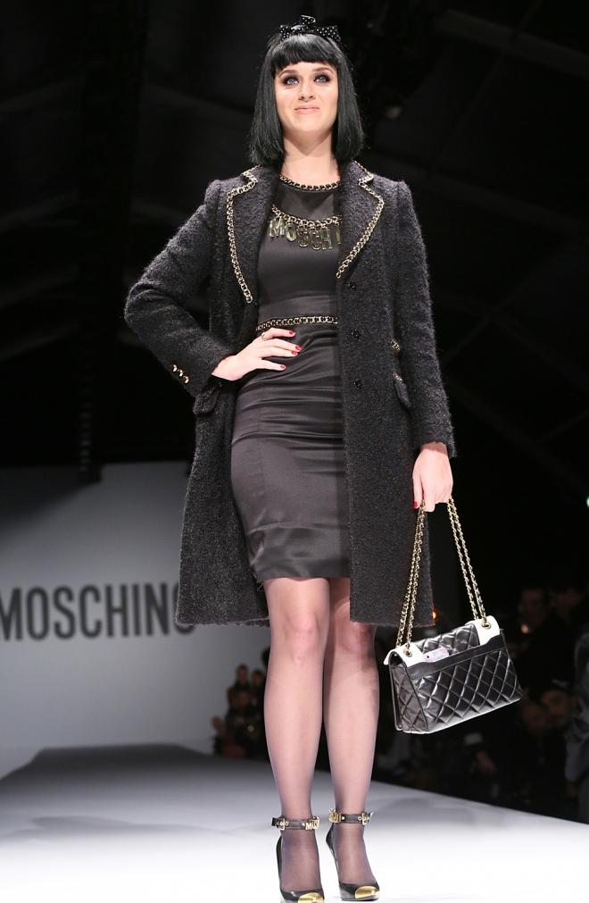 Katy Perry probó fortuna como modelo en la pasarela de Milán