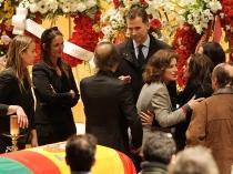 Ana Botella, alcaldesa de Madrid, da el pésame a la familia de Paco de Lucía