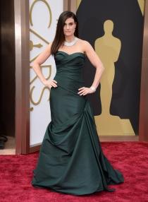 Idina Menzel, en la alfombra roja de los Oscars 2014