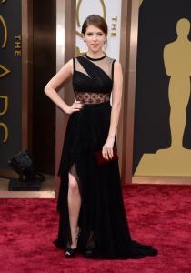 Anna Kendrick, en la alfombra roja de los Oscars 2014
