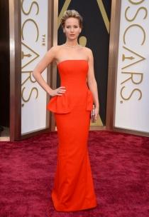 Jennifer Lawrence, en la alfombra roja de los Oscars 2014