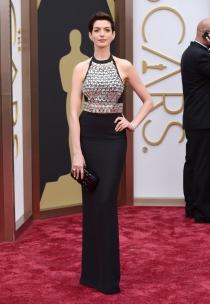 Anne Hathaway, en la alfombra roja de los Oscars 2014