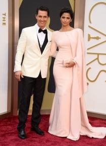 Matthew McConaughey y Camila Alves, en la alfombra roja de los Oscars 2014