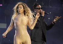 Beyoncé, como una burbuja de champán junto a Jay Z