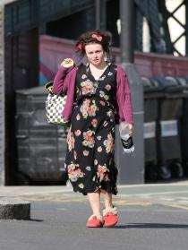 Helena Bonham-Carter, una zombie por las calles de Londres