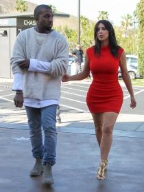 Kim Kardashian y Kayne West: ¡qué diferencia de looks para ir al cine!