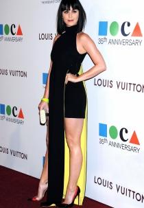 Katy Perry y su vestido amarillo y negro: ¡qué horror!