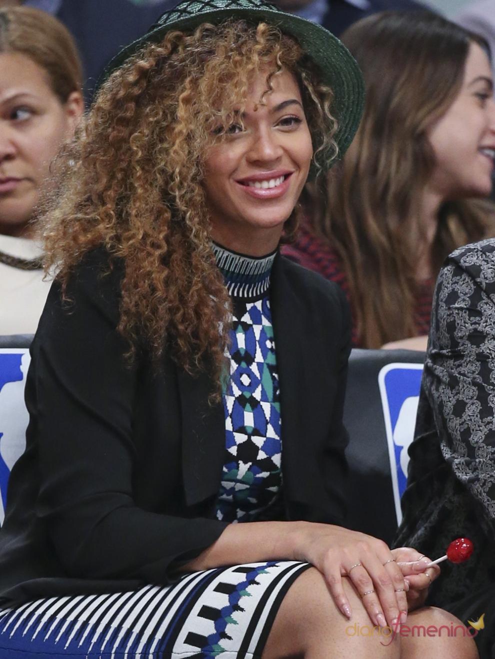 Beyoncé, radiante disfrutando de un partido de baloncesto de la NBA
