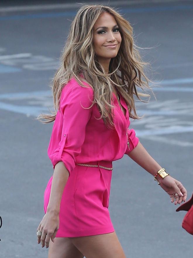 Jennifer Lopez sigue obsesionada con los colores chillones