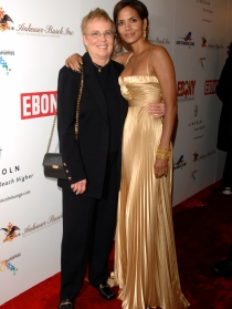 Halle Berry y su madre Judith Ann Hawkins, vestidas de gala