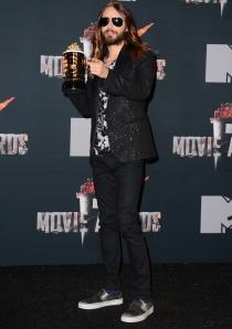 Jared Leto, zapatillas en el photocall de los MTV Movie Awards 2014