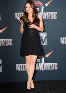 Mila Kunis, embarazada en los Premios MTV Movie Awards 2014
