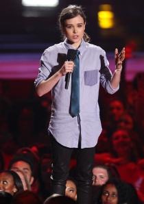 Ellen Page, sencilla en el escenario durante los MTV Movie Awards 2014