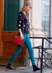 Taylor Swift, con corazones hasta en la ropa