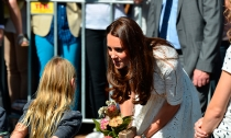Kate Middleton saca su lado más tierno y maternal con una pequeña rubia