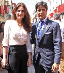 Fran Rivera, muy elegante con su mujer Lourdes Montes en Semana Santa