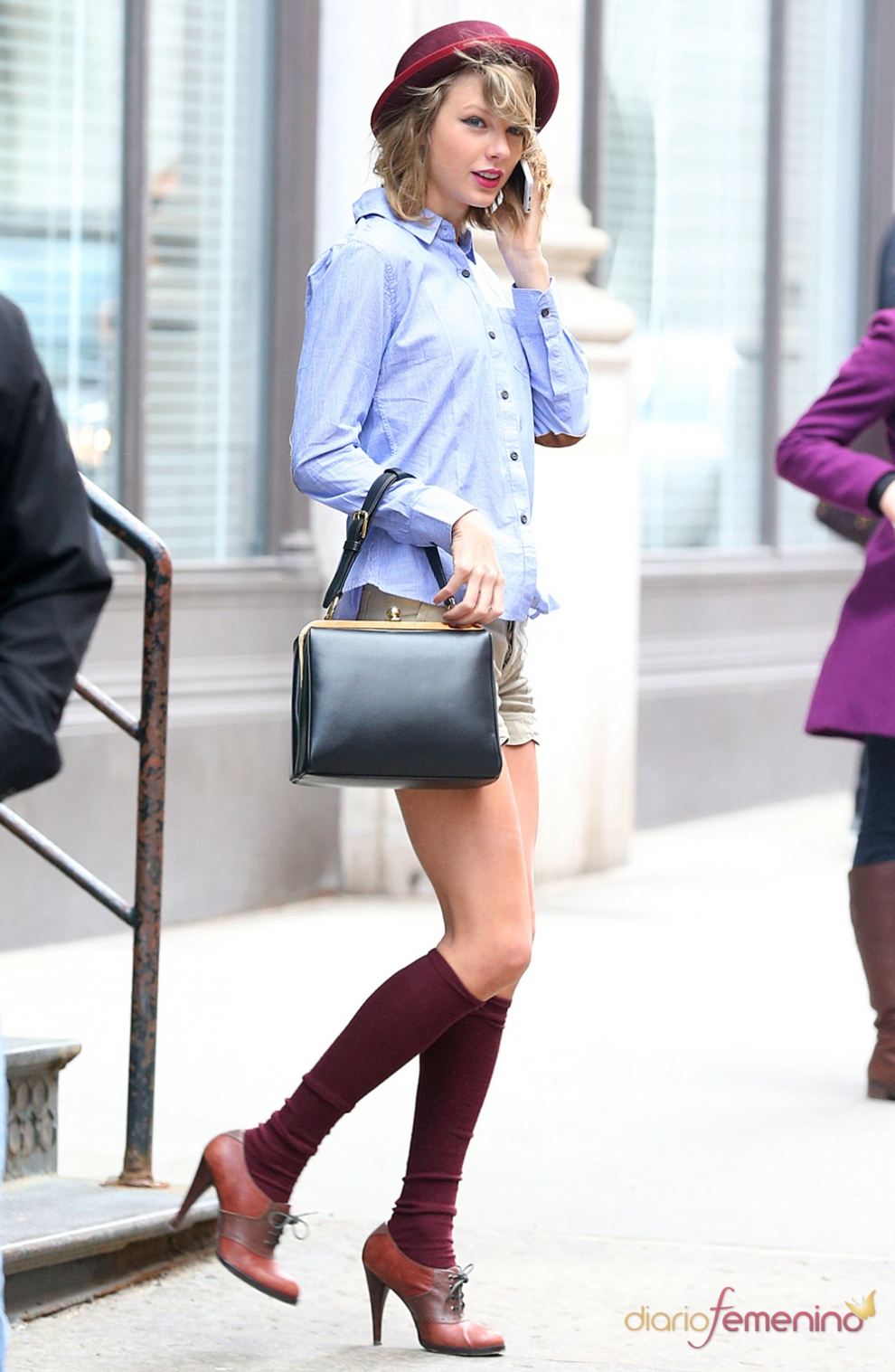 Taylor Swift, sexy hasta con calcetines altos
