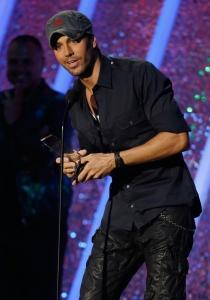 Enrique Iglesias recoge su premio en los Latin Billboard 2014