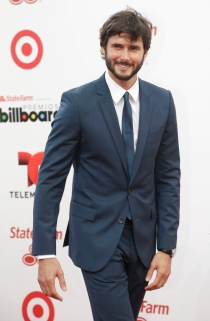 Sergio Mur, la elegancia masculina sobre la alfombra roja de los Billboard 2014