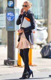Olivia Palermo, vestida con colores pastel para un día soleado