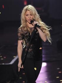 Shakira, arrebatadora cantando en los iHeart Radio Music Awards 2014
