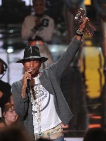 Pharrell Williams, el más happy de los iHeart Radio Music Awards 2014