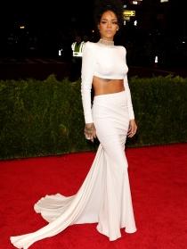 Rihanna, increíble de blanco en la Gala MET 2014