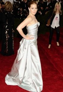 Amy Adams, preciosa posando con un vestidazo en los MET 2014
