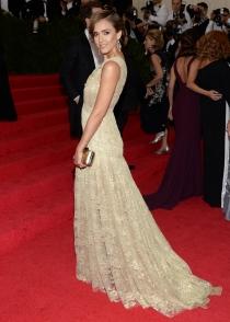 Jessica Alba, deslumbrante y discreta en la gala MET 2014