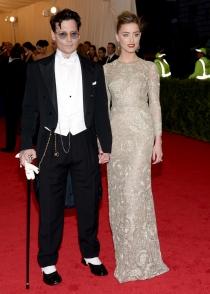 Johnny Depp, muy extravagante con Amber Heard en los MET 2014