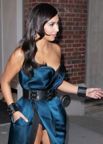Kim Kardashian lo enseña todo en la gala MET 2014