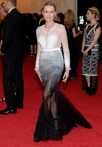 Naomi Watts, una sirenita muy cutre para los MET 2014