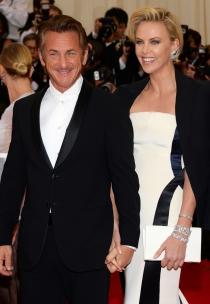Charlize Theron y Sean Penn, la pareja más cool de los MET 2014