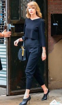 Taylor Swift, elegante y con taconazos hasta a la salida del gimnasio