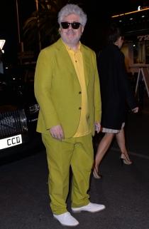 Pedro Alnodovár eligió un traje de los más llamativo en Cannes 2014