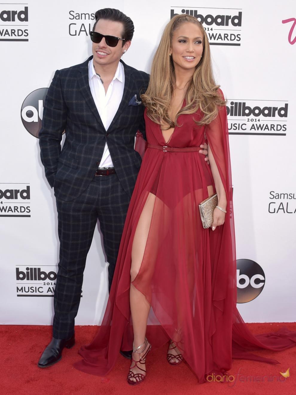 Jennifer Lopez y su novio Casper Smart, en la alfombra roja de los Billboard 2014