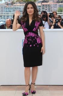 Salma Hayek paseó sus curvas latinas por el festival de Cannes