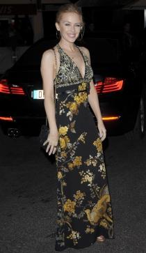 Kylie Minogue triunfa en Cannes 2014 con un pronunciado escote