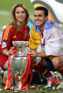 Carolina Martín, novia de Pedro Rodríguez, celebra la Eurocopa del 2012