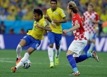 Neymar y Rakitic, en el primer partido del Mundial 2014
